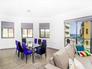 Habitación linda en piso con vistas al mar! Sliema
