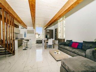 Habitación amplia con cama doble en Sliema
