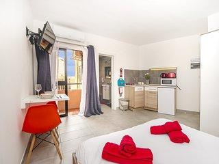 iAcogedor apartamento-estudio en area central, Sliema!
