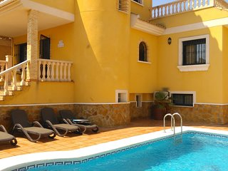 Beautiful 6 Bedroom Villa with Private Pool
