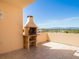 Beautiful 2 Bed Apt With Communal Pool & Panoramic Views, Quinta da Boa Nova