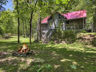Smoky Mountain Creekside Cabin Rental with Hot Tub and Pool Table