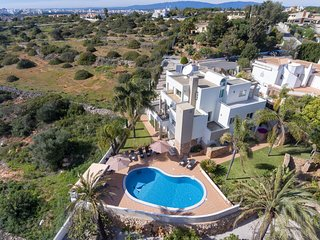 Ocean view 5 Bedroom Villa, heated pool, Airco, BBQ, walking distance beach