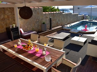 Apartment AMOS - Sunny hideaway: PRIVATE POOL, grill and chill