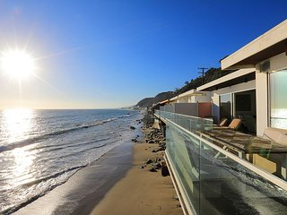 New Listing -Private Access to Beach, Oceanfront Deck, Stunning Sunset Views