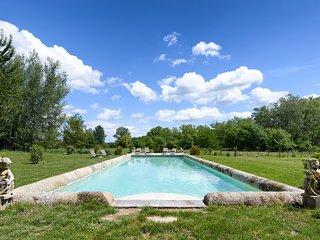 Mas provencal de style avec piscine, Alpilles