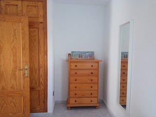 armario empotrado, espejo, dormitorio dos camas