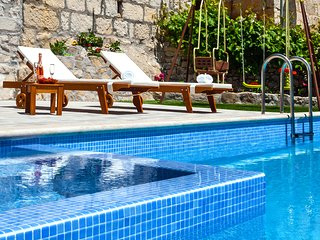 Mediterreanean house with the heated pool and jacuzzi