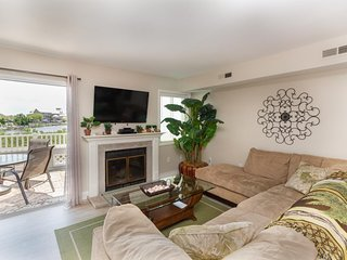 Updated, bayfront townhouse w/ view from well-appointed deck & balcony