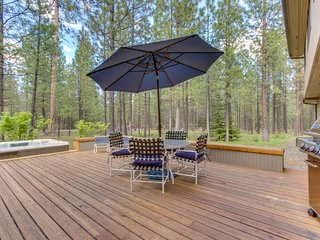 Luxurious & dog-friendly home w/ private hot tub & shared pools, sauna, tennis!