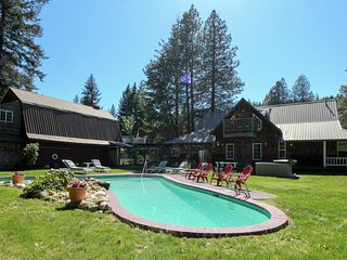 Country family lodge with a private pool and hot tub w/ lots of room outside!