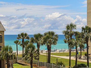 Waterfront condo w/ pool, hot tub, & sauna - two balconies w/ gulf views
