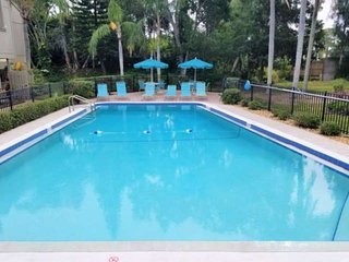 Condo with 2 pools, WiFi, Tennis/Pickleball Courts, Kayak Storage, Legacy Trail,