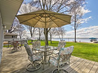 Beautiful Waterfront Home w/Dock on Shawano Lake!