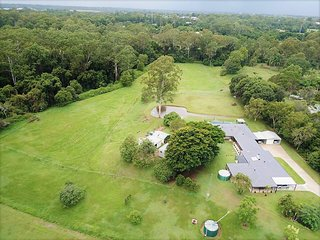 Caboolture Holiday Home: Bellmere on Richards - Luxury 4.5 Star Accommodation