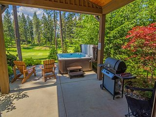 Walk to the Winery! On the Suncadia Golf Course with a Private Hot Tub