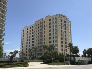 Luxurious 3 bedroom 2 bath Penthou with magnificent Ocean and Intracostal views!