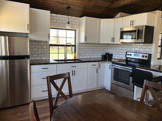 Modern Micro Cabin- Perfect Couples Retreat
