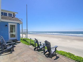 Ocean's Edge Oceanfront Home Roads End Home with Private Beach Access!!