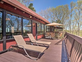 NEW! 'Ledge Lodge' w/ Views of Cumberland Valley!