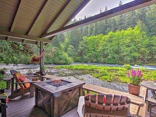 Quiet & Romantic Cabin Getaway on McKenzie River!
