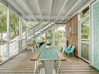 A Shore Thing - Updated 5 bedroom beach cottage near the center of town