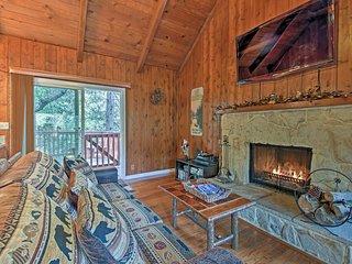 Cozy Cabin w/ Hot Tub & Lake Arrowhead Passes!
