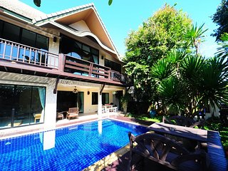 4 Bedroom Tropical Villa in Pattaya