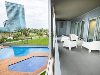 Spacious Mar Breeze apartment in Diagonal Mar with WiFi, air conditioning, priva