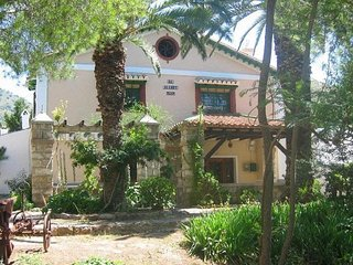 Old Andalusian farmhouse for 8 persons, with swimming pool