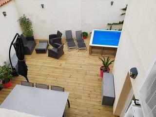 tres bel appartement avec cour exterieure