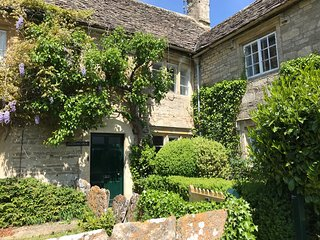 Quintessential Cottage - close to village pool & pub