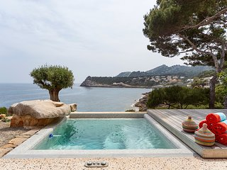 Sea Front Villa with access Mallorca 6 pers