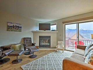 NEW! Dillon Townhome w/Mountain Views-Near Skiing!