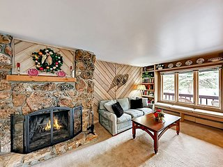 2BR Mountain Retreat w/ Balcony – Walk to Gondola, Slopes, Vail Village