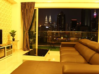 KLCC View Deluxe Suites with Balcony-Infinity pool