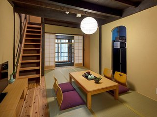 5 min to NIJO Castle x Cozy house in a Quiet neighborhood x WiFi x Free Shuttle!