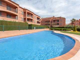 4 bedroom Apartment with Pool, Air Con and Walk to Beach & Shops - 5698325