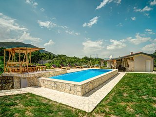 3 bedroom Villa in Omiš, Splitsko-Dalmatinska Županija, Croatia : ref 5313478