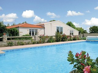 2 bedroom Villa in Saint-Benoist-sur-Mer, Pays de la Loire, France : ref 5565790