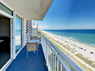 Beachfront 3BR w/ Balcony & Big Ocean Views – Enjoy Resort Pools & Gym