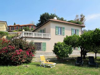 2 bedroom Apartment in San Bartolomeo al Mare, Liguria, Italy : ref 5444176