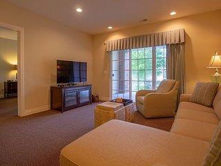Stayin Classy - Lovely 2 Bedroom 2 Bath Condo at Branson Hills