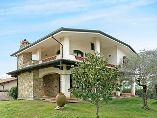 2 bedroom Villa in Torre del Lago Puccini, Tuscany, Italy : ref 5447772