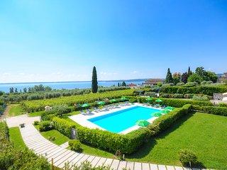 Casa Petra e Franco Deluxe Villa with Pool, Moniga