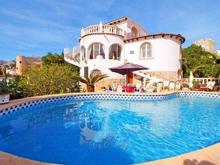 2 bedroom Villa with Pool, WiFi and Walk to Beach & Shops - 5435384