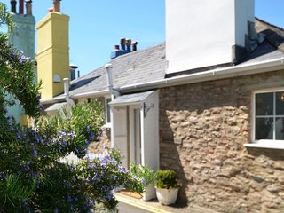Quay Cottage - With beautiful views of the River Dart