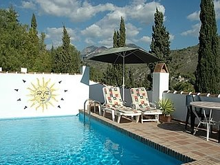 2 bedroom Villa with Pool, Air Con and WiFi - 5049901