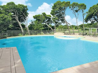 2 bedroom Apartment in Saumane-de-Vaucluse, Provence-Alpes-Cote d'Azur, France :