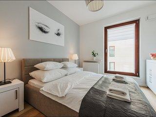 1 BR Apartment Solec 8